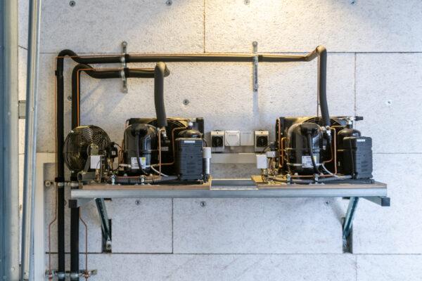Kälteaggregat zu Kühl- und Tiefkühlzelle