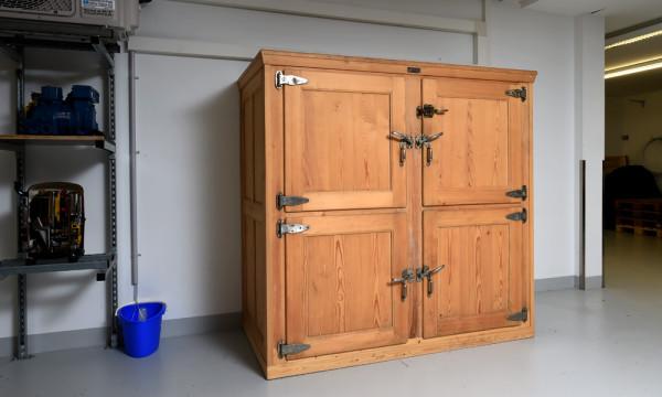 Foto: Altes Kühlmöbel in neuem Glanz.
